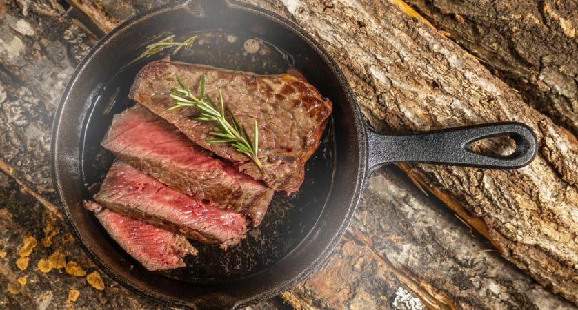 Come non far attaccare la carne alla piastra di ghisa