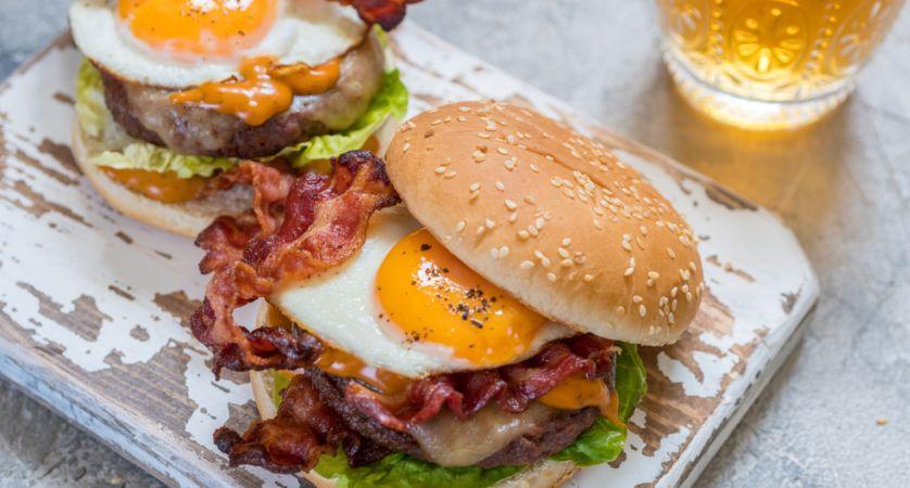 Ricetta hamburger alla Bismarck (con uovo)